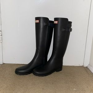 TALL BLACK HUNTER BOOTS W/NAVY ACCENTS!!